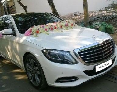 Thuê xe Mercedes làm xe cô dâu chú rể